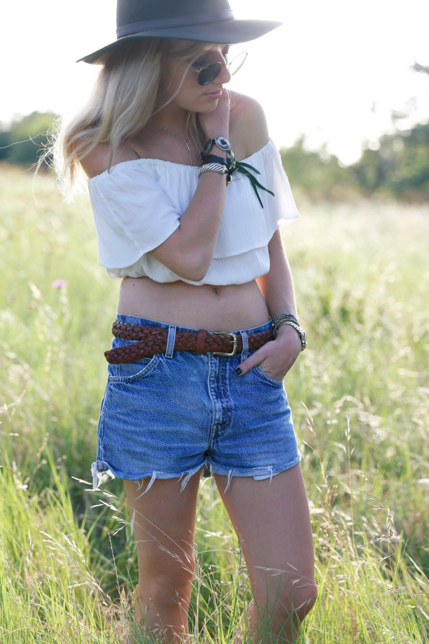 asos off the shoulder crop top and vinatge levis