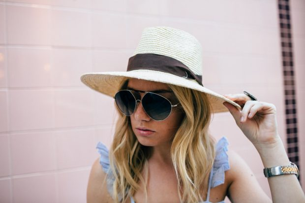 straw boat hat and valentino aviators